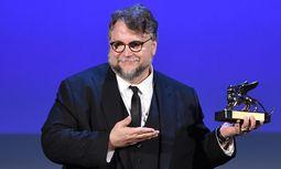 """Für sein umwerfend inszeniertes Fantasymärchen """"The Shape of Water"""" erhielt Guillermo del Toro den Goldenen Löwen für den Besten Film.  / Bild: (c) APA/AFP/FILIPPO MONTEFORTE (FILIPPO MONTEFORTE)"""
