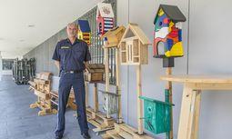 Gefängnisdirektor Dietmar Knebel besteht auf einem bunten Alltag für die Insassen der Justizanstalt Salzburg. / Bild: (c) wildbild