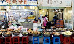 Schmecken oft besser, als man es erwartet: Spezialitäten aus Koreas Küche. / Bild: (c) Markus Kirchgessner