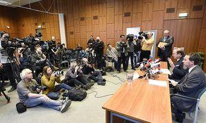 Rechts im Bild: Polizeipräsident Gerhard Pürstl