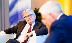 Wolfgang Eder, Vorstandsvorsitzender Voest-Alpine, Bodo B. Schlegelmilch, Dekan der WU-Executive-Academy