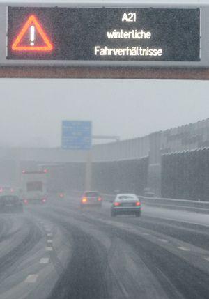 Schneefahrbahn auch auf der Außenringautobahn