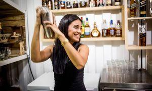 Wechselnde Szenerien, doch  die Konstante ist der Cocktail.