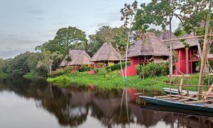 Pittoresk. Die 16 Bungalows der Lodge liegen direkt am Wasser.