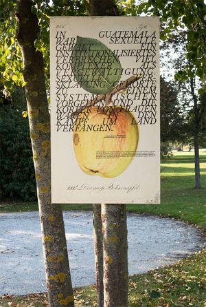 Klagenfurt.  Kunstlehrpfad von Ines Doujak zum Thema Landraub im öffentlichen Raum.