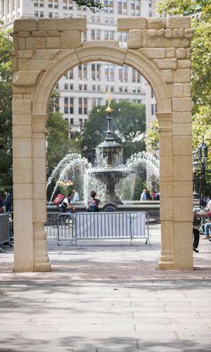New York September 2016: Replik des Palmyra-Bogens im Rathauspark