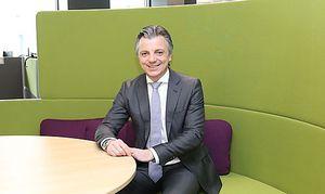 Oliver Schmerold in der neuen ÖAMTC-Zentrale: Mitarbeiter sollen viel miteinander kommunizieren können.