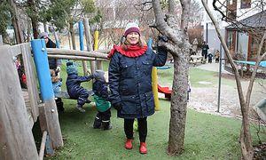 Ida Ahlfont im Garten des schwedischen Kindergartens – vor ein paar Tagen, als es in Wien noch deutlich kühler war.