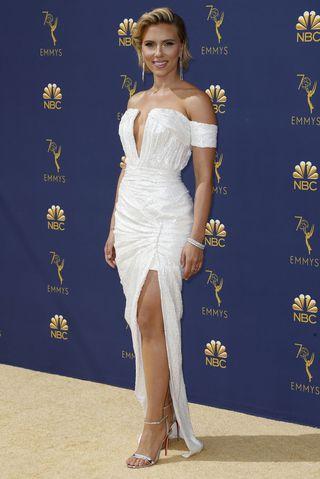 02152fb6140 Ein bisschen zu viel Disko-Glamour lieferte Scarlett Johansson in Balmain.