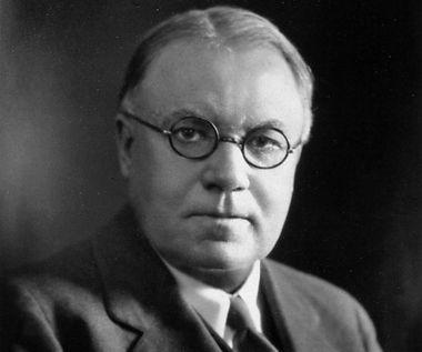 https://pt.wikipedia.org/wiki/Walter_Bradford_Cannon#/media/File:Walter_Bradford_Cannon_1934.jpg