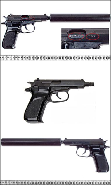 Die Bildkombo aus Fahndungsfotos des deutschen Bundeskriminalamts zeigt am Freitag (11.11.11) das Modell der Pistole Ceska, Modell 83, Kaliber 7,65 Millimeter 'Browning', von beiden Seiten mit Schalldaempfer und ohne Schalldaempfer (M.) des tschechischen Herstellers Ceska Zbrojovka.