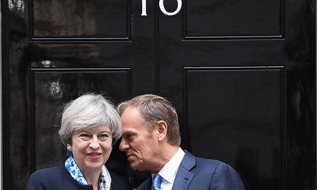 Theresa May und Ratspräsident Donald Tusk. / Bild: APA/AFP/JUSTIN TALLIS