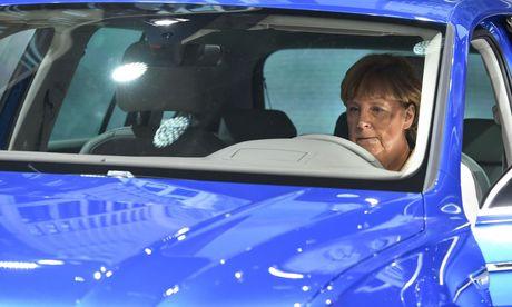 Politiker schützen Autoindustrie / Bild: APA/EPA/UWE ANSPACH