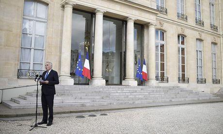 Der französische Außenminister Jean-Marc Ayrault erklärt die Geheimdiensterkenntnisse. / Bild: APA/AFP/STEPHANE DE SAKUTIN