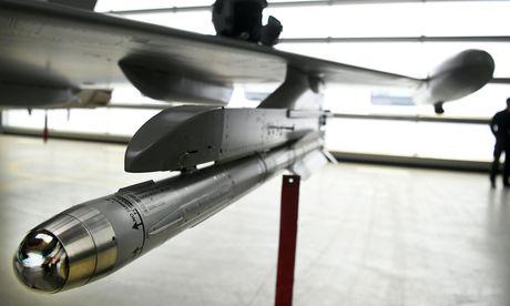 Das Verteidigungsministerium schießt scharf gegen den Airbus-Konzern und will 1,1 Millionen Euro an Schadenersatz. / Bild: (c) APA/HARALD SCHNEIDER