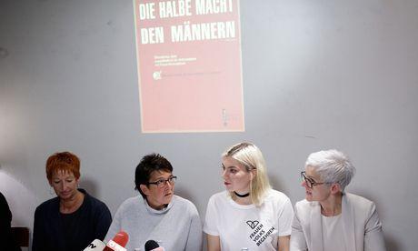Rückblick mit Ausblick. Eva Rossmann, Sonja Ablinger, Teresa Havlicek (Frauenvolksbegehren 2.0), Maria Rösslhumer (v. l.). / Bild: (c) APA/GEORG HOCHMUTH (GEORG HOCHMUTH)