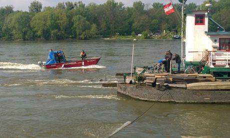 Polizeiliche Untersuchung nach Fund von Autoteilen in Donau / Bild: APA/BFKDO KORNEUBURG