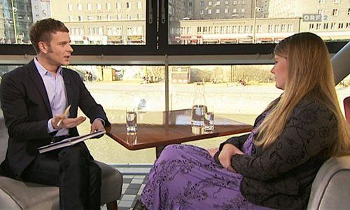 Interviewer Christoph Feurstein und Natasche Kampusch in der ORF-Sendung ''Thema''.