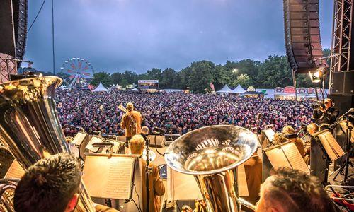 """""""Woodstock der Blasmusik"""" und """"Elwood"""": Festivalzeit im Innviertel"""
