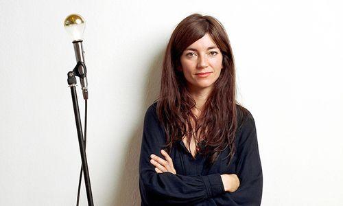 Sarah Illenberger ist deutsche Illustratorin und berichtet über kreative Pfade und Karrierewege.