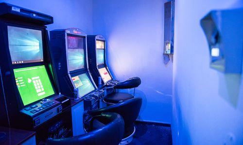 """""""Größter Schlag"""" gegen illegales Glücksspiel: 600 Automaten, Gold- und Silberbarren sichergestellt"""
