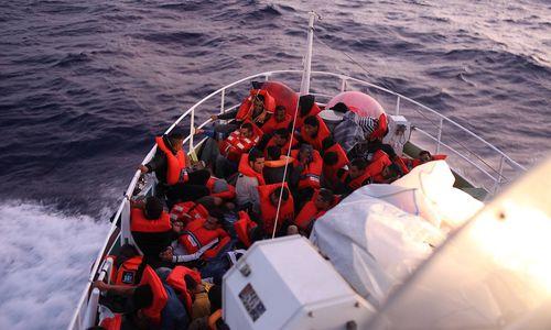 Libysche Küstenwache rettete 91 Migranten auf Schlauchboot