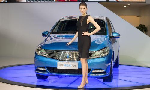 Daimler erhöht nach Gewinnanstieg die Jahresprognose