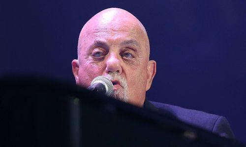 Billy Joel trägt bei Konzert Judenstern