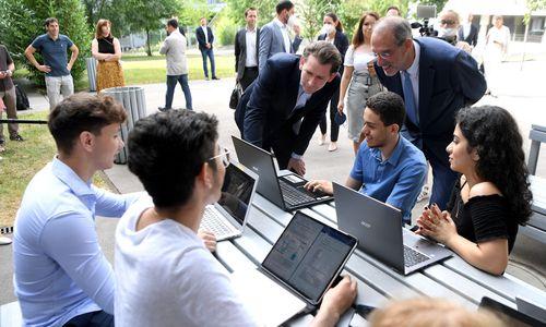 Schüler sollen rund 150.000 Laptops und Tablets bekommen