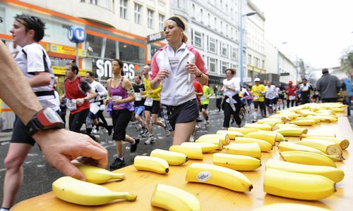 Eine Verpflegungsstelle beim Marathon 2012