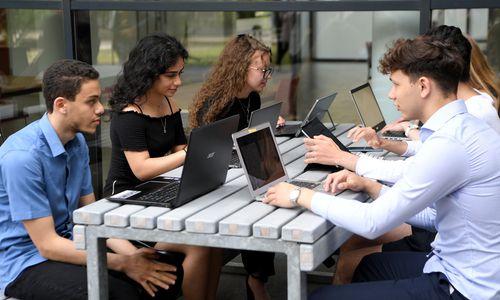 """Lehrer über Schüler-Laptops: """"Das kann nur der Anfang sein"""""""