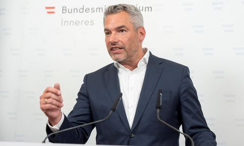 "Nehammer kritisiert rechtsextremen ""Spaziergang"" im Burgenland"