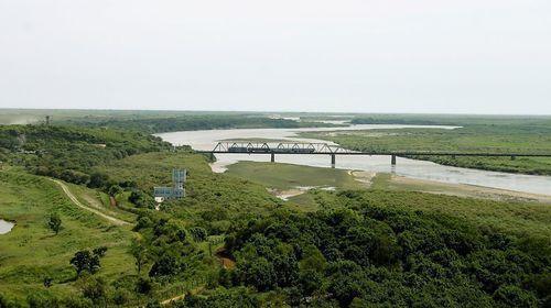 Die Brücke bei Chassan, rechts Nordkorea
