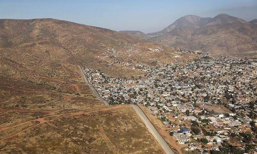 Dresdner Sinfoniker geben in Tijuana Konzert gegen Trumps Mauer