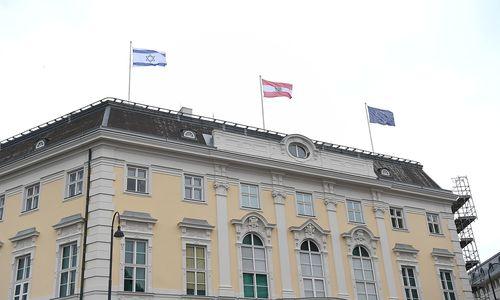 """""""Zeichen der Solidarität"""": Auf dem Bundeskanzleramt weht nun die israelische Flagge"""