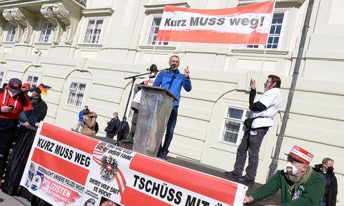 Anti-Corona-Demos in Wien: Anzeigen, Aggressive Stimmung, rechtsextreme Mitmarschierer