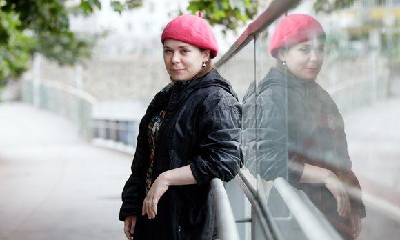 Stefanie Sargnagel, 1986 in Wien geboren, las einen Text über das Schreiben eines Textes.