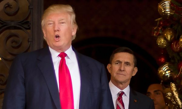 Donald Trump und Michael Flynn / Bild: APA/AFP (JIM WATSON)