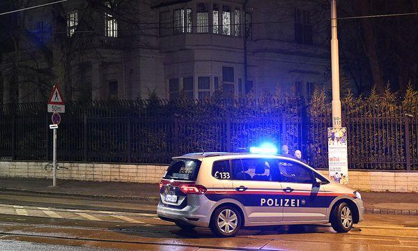 Polizeieinsatz vor der Residenz des iranischen Botschafters in Wien-Hietzing / Bild: APA/HANS PUNZ