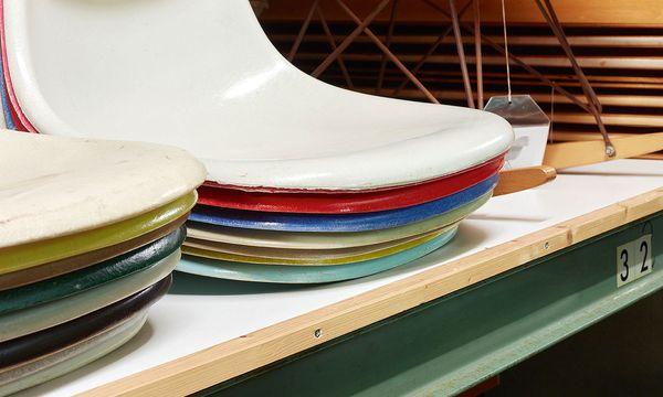 (c) Vitra Design Museum Gesammelt. In der Eames Collection stapeln sich auch die Sitzschalen.