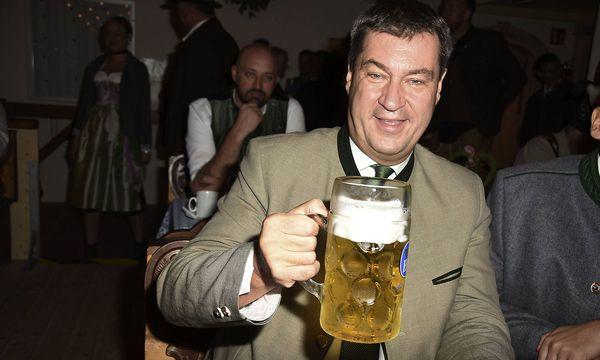 Da war die Stimmung noch ungetrübt: Bayerns Finanzminister Markus Söder bei der Eröffnung des Oktoberfests am 17. September. / Bild: imago/Future Image