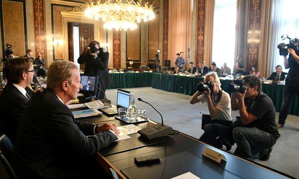 """Ex-Vizekanzler und Wirtschaftsminister Mitterlehner als Zeuge im U-Ausschuss: """"Man kann sogar sagen: Ich freue mich."""" / Bild: (c) APA/HELMUT FOHRINGER (HELMUT FOHRINGER)"""