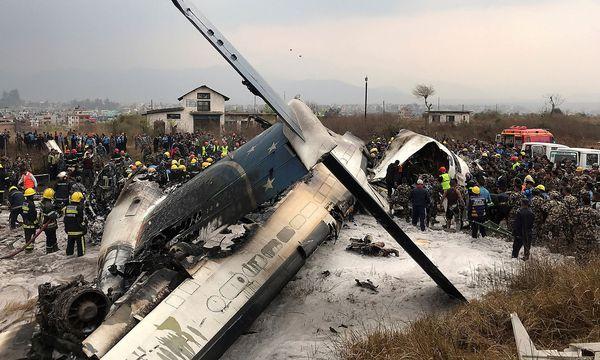 Das Wrack des verunglückten Flugzeugs in Kathmandu. / Bild: REUTERS