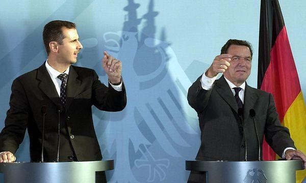 Syriens Diktator Bashar al-Assad mit Deutschlands Ex-Kanzler Gerhard Schröder / Bild: EPA