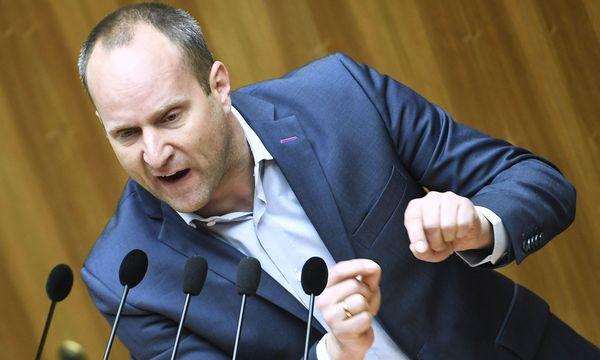Neos-Chef Matthias Strolz (vorne) lockt die ÖVP und Finanzminister Hans Jörg Schelling, um die Abschaffung der kalten Progression vor der Wahl zu beschließen. / Bild: (c) APA/ROBERT JAEGER (ROBERT JAEGER)