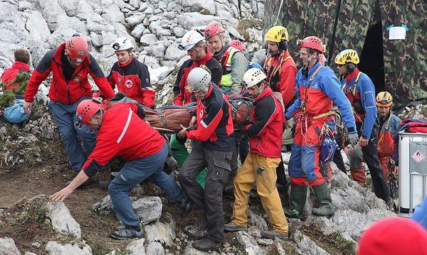 Rund 700 Helfer waren an der Rettung von Johann Westhauser aus der Riesending-Schachhöhle beteiligt. / Bild: (c) APA/EPA/BAVARIAN MOUNTAIN RESCUE