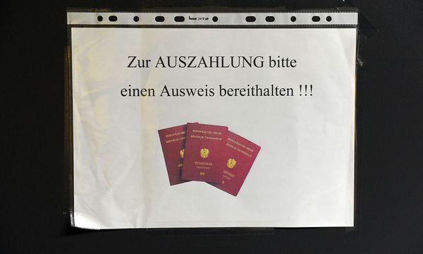 Bei der Mindestsicherungsauszahlung (Archivbild) / Bild: Die Presse/Clemens Fabry