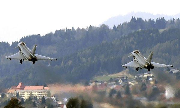 THEMENBILD: EUROFIGHTER IM FLIEGERHORST HINTERSTOISSER / Bild: APA/HARALD SCHNEIDER
