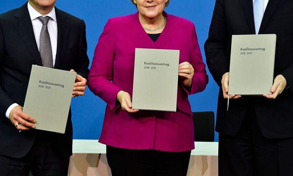 Scholz, Merkel und Seehofer: Es war ein weiter Weg bis zur Unterzeichnung des Koalitionsvertrags in Deutschland. / Bild: APA/AFP/TOBIAS SCHWARZ