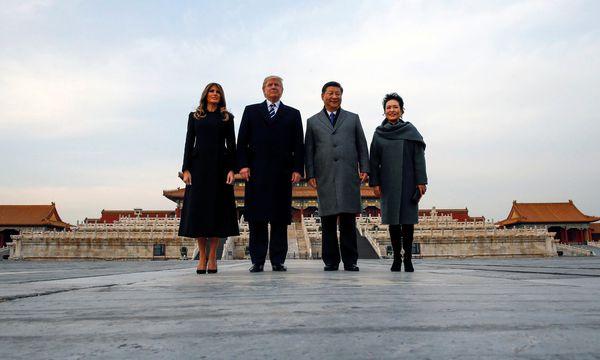 Erinnerungsfoto aus Peking: Ehepaar Trump und Ehepaar Xi in der Verbotenen Stadt. / Bild: (c) REUTERS (JONATHAN ERNST)
